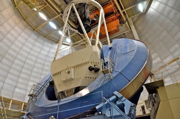 NOAO Mayall 4 m telescope interior