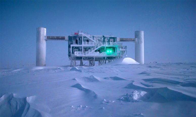 U Wisconsin ICECUBE neutrino detector at the South Pole