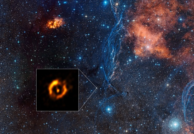 ESO VLTI dusty disc around aging star