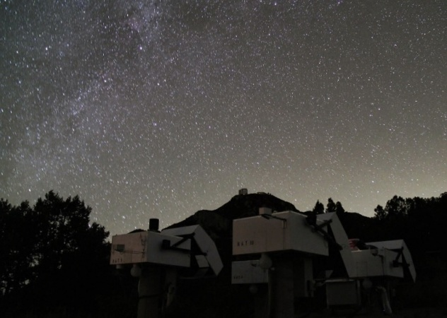 HATNet telescopes at Fred Lawrence Whipple Observatory, Mount Hopkins, Arizona. Photo credit: Gaspar Bakos.pple-observatory-mount-hopkins-arizona-photo-credit-gaspar-bakos